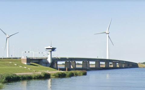 De Ketelbrug tussen Lelystad en de Noordoostpolder.
