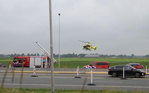 Een traumahelikopter rukte uit naar de A32 voor een ongeluk waarbij een auto in de sloot belandde
