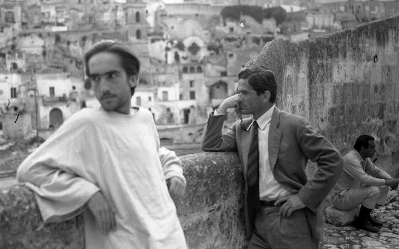 Enrique Irazoqui en Pier Paolo Pasolini tijdens opnamen van Il vangelo secondo Matteo