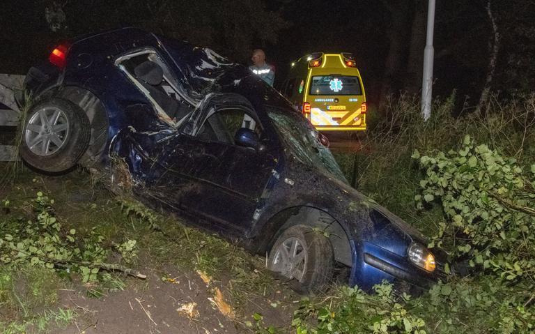 Auto flink beschadigd na botsing in Twijzel.