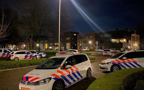 Forse inzet van de politie in Leeuwarden. FOTO ANTON KAPPERS
