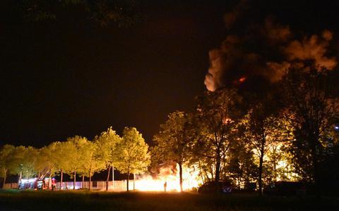 Duizend kliko's gaan in vlammen op bij zeer grote brand in Gorredijk, politie spreekt van brandstichting