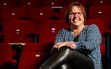 Geartsje de Vries met voorstelling 'Dûzelich' voor het eerst het podium op