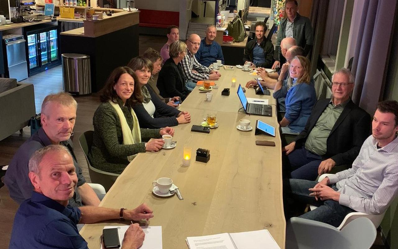 De Kening fan 'e Greide-denktank in het Fries Natuurmuseum in Leeuwarden. Links vooraan: stikstofexpert Jan Willem Erisman. FOTO LC