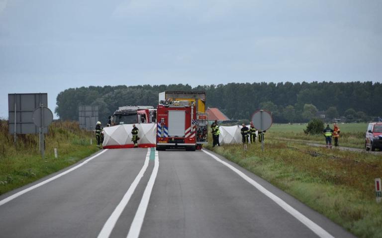 Motorrijder ernstig gewond na botsing met vrachtwagen op N383 in Bitgum.