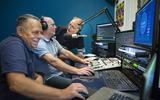 V.l.n.r.: Eerde Jan Postma, Willem Bosma en Ruud Westra tijdens de reünie van Radio Release in Surhuizum.