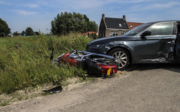 Motorrijder gewond bij aanrijding Ferwert.
