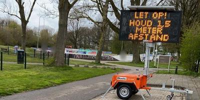 Team Handhaving in Leeuwarden heeft woensdag borden geplaatst bij het skatepark bij de van Loonstraat in Leeuwarden en het bewegingspark in de buurt Westeinde.