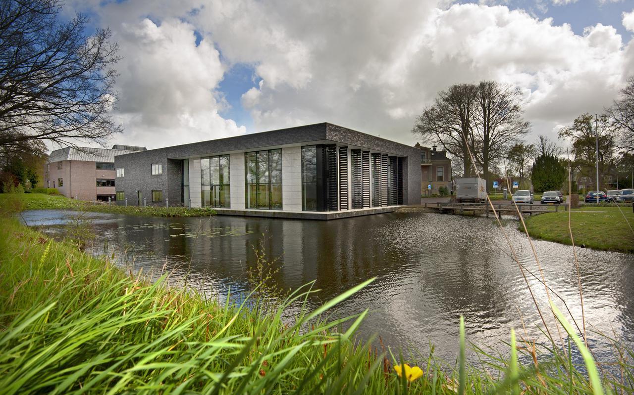 Het gemeentehuis van Achtkarspelen in Buitenpost. FOTO MARCEL VAN KAMMEN