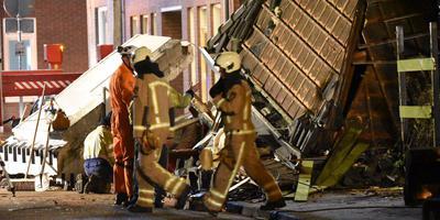 Een specialistisch brandweerteam uit Drachten is ter plaatse. FOTO DE VRIES MEDIA