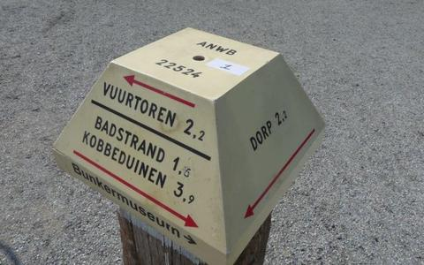 Een van de 32 te veilen ANWB-paddenstoelen van Schiermonnikoog, zoals getoond op veilingsite Catawiki.
