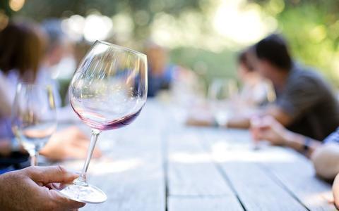 Coupes, flûtes en ballonnen: waarom heeft elke wijn zijn eigen glas?