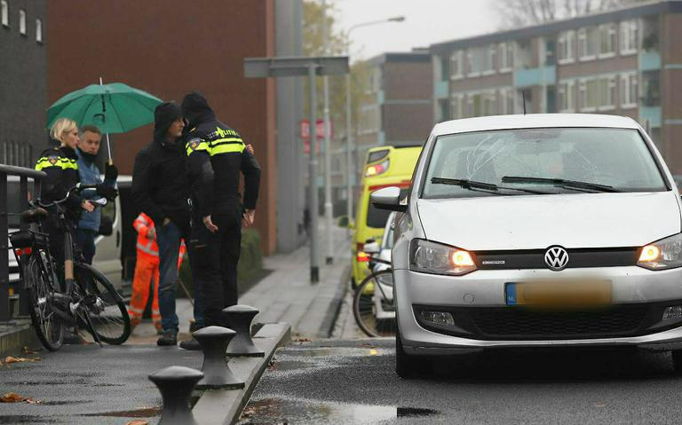 Fietsster gewond na aanrijding door automobilist in Drachten.