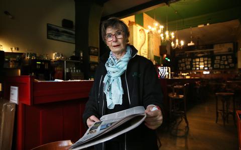 Baukje de Vries in haar Ierse pub. De gaten in de boekhouding stopt ze met haar pensioengeld. ,,En nee, daar lig ik niet meer wakker van, daar ben ik overheen.''
