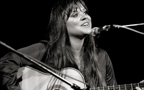 Zangeres Melanie brak door op Woodstock maar is nergens zo goed begrepen als in Nederland
