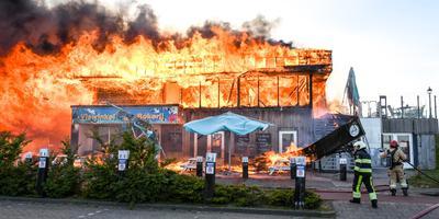De grote brand in mei 2019 bij restaurant Waddengenot aan Zee in Lauwersoog. Foto: Ingmar Vos / ProNews