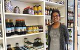 Tegen de trend in opende Renuka Brouwer winkel Ut Streekie in Sint Annaparochie