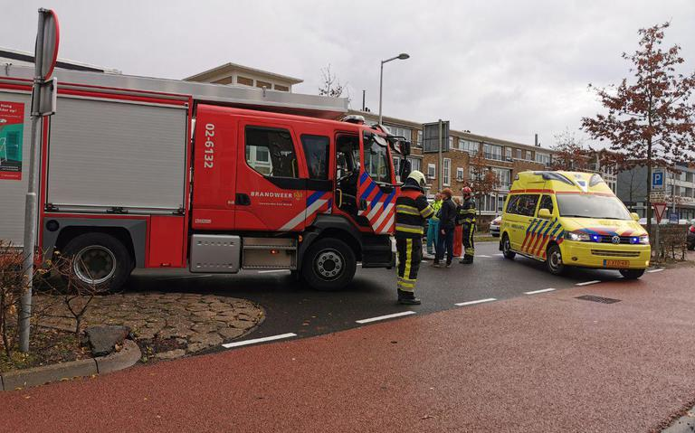 Vrouw in scootmobiel gewond na aanrijding met auto in Leeuwarden.