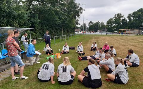 Vrouwenvoetbal Vegelinsoord terug van weggeweest