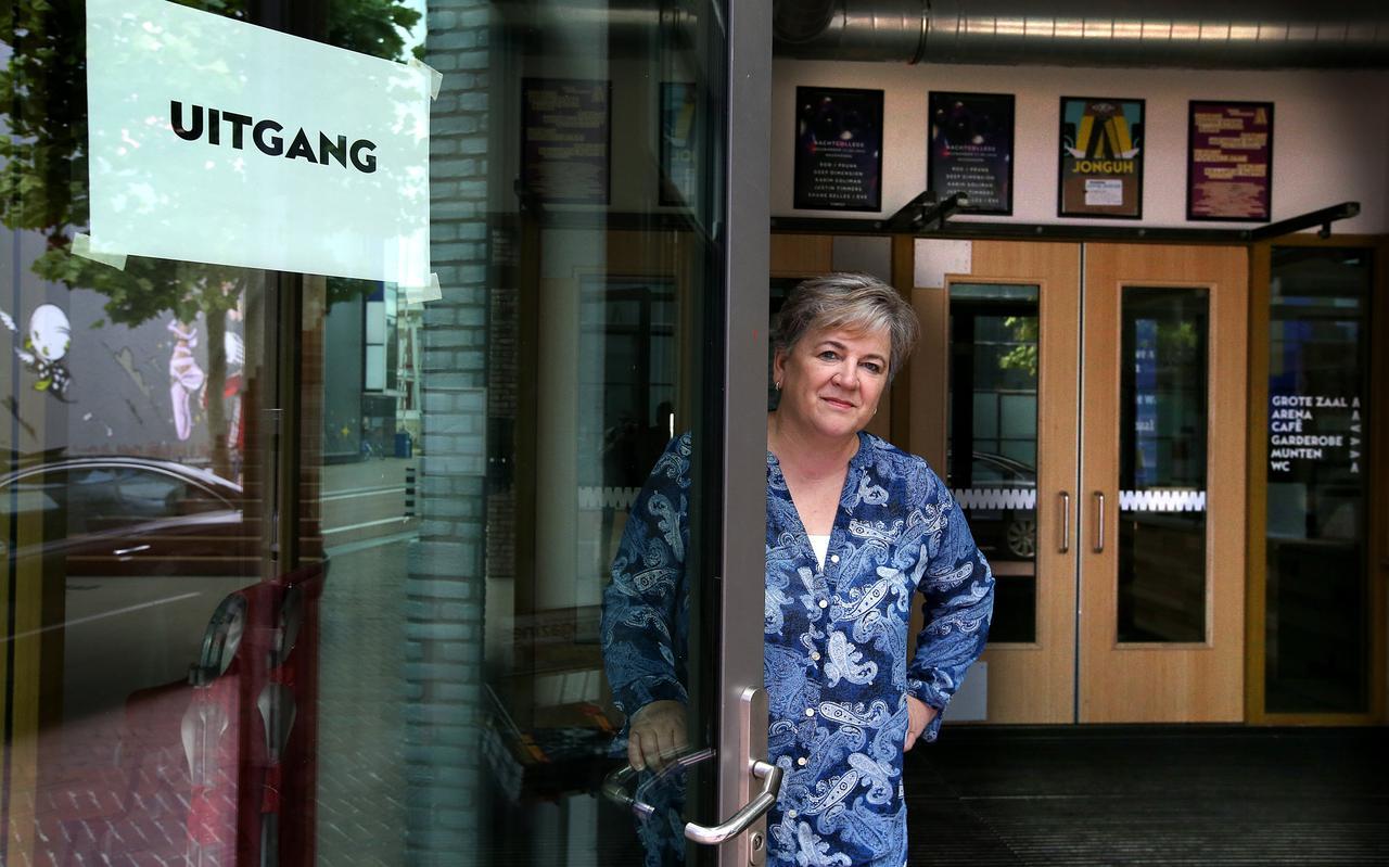 Yvonne Bleize, directeur van popcentrum Neushoorn, bij de ingang van het gebouw.