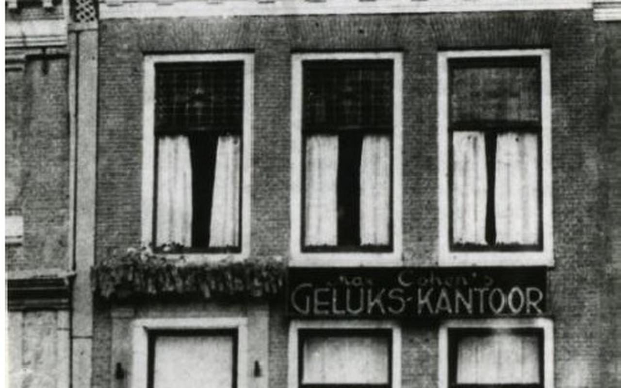 Historische foto van het Raadhuisplein 32.