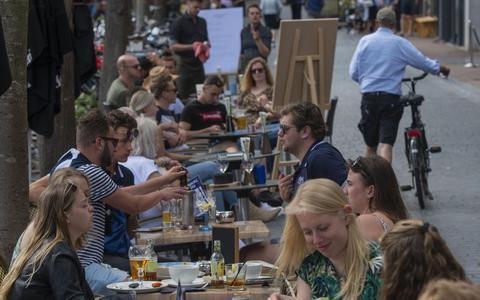 Gezellige drukte in het stadshart van Leeuwarden, begin juni.