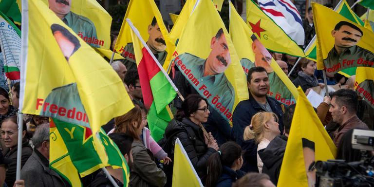 Koerden protesteren in Wenen tegen de Turkse invasie. FOTO AFP