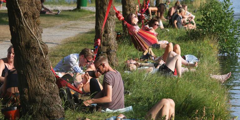 Bezoekers van Welcome To The Village. FOTO NIELS WESTRA