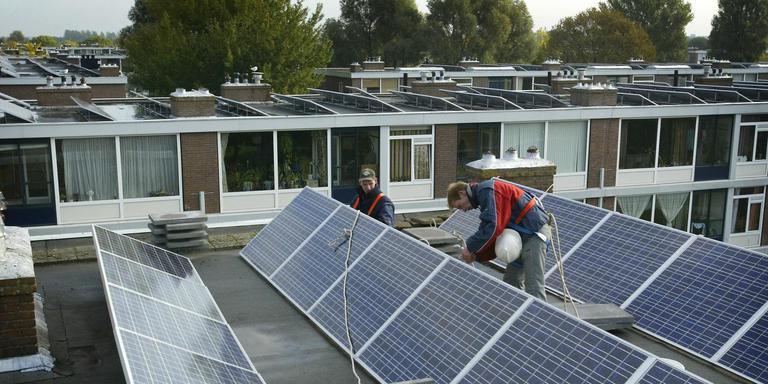 Flats in de Leeuwarder wijk Heechterp zijn jaren geleden al voorzien van zonnepanelen. FOTO LC