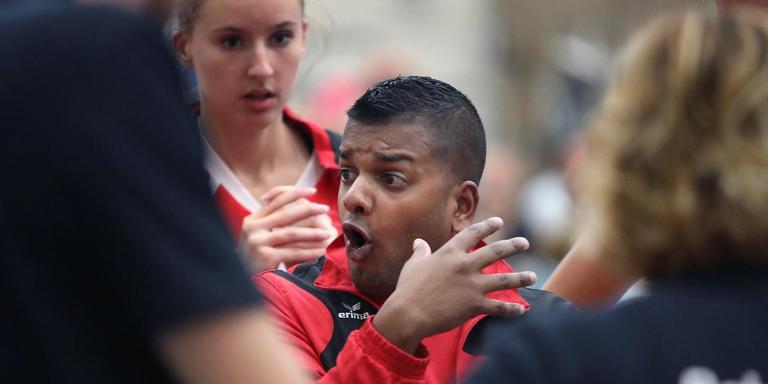 VC Sneek-trainer Paul Oosterhof. FOTO SIMON BLEEKER