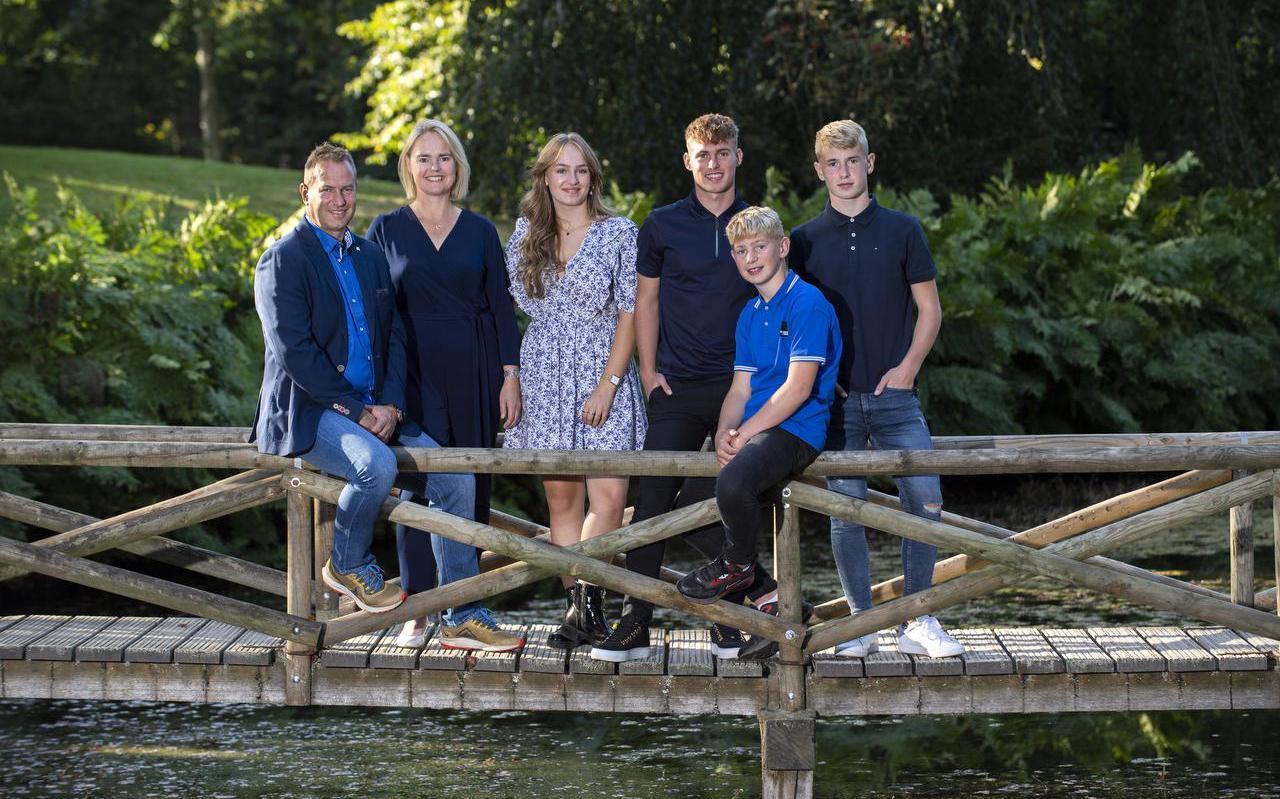 De familie Van der Heide, met van links naar rechts: Robert, Atty, Jantien, Arjen, Menno en Welmer.