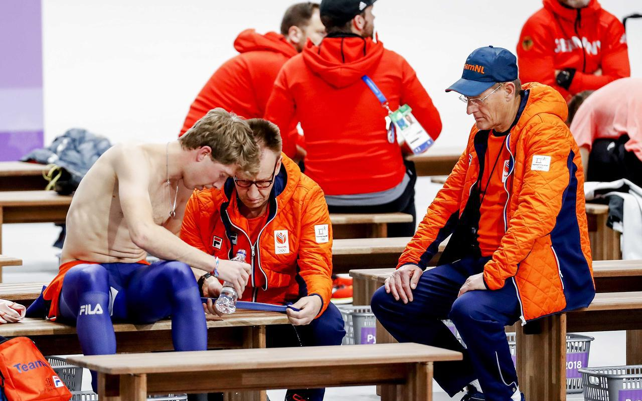 Jorrit Bergsma reed zijn snelste 10 kilometer ooit, maar rondom hem alleen maar bedrukte gezichten. FOTO ANP/KOEN VAN WEEL
