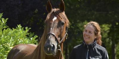 Hiltje Tjalsma in Frankrijk, hier met het paard Coup Droit. FOTO VANESSA PORTHAULT
