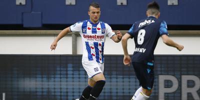 Nemanja Mihajlovic begint aan een actie in het duel met Vitesse (augustus). FOTO ANP PRO SHOTS