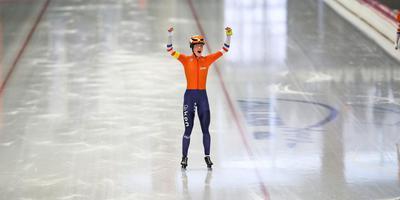 Letitia de Jong twee weken geleden, toen ze in Inzell wereldkampioen teamsprint werd. FOTO NEEKE SMIT