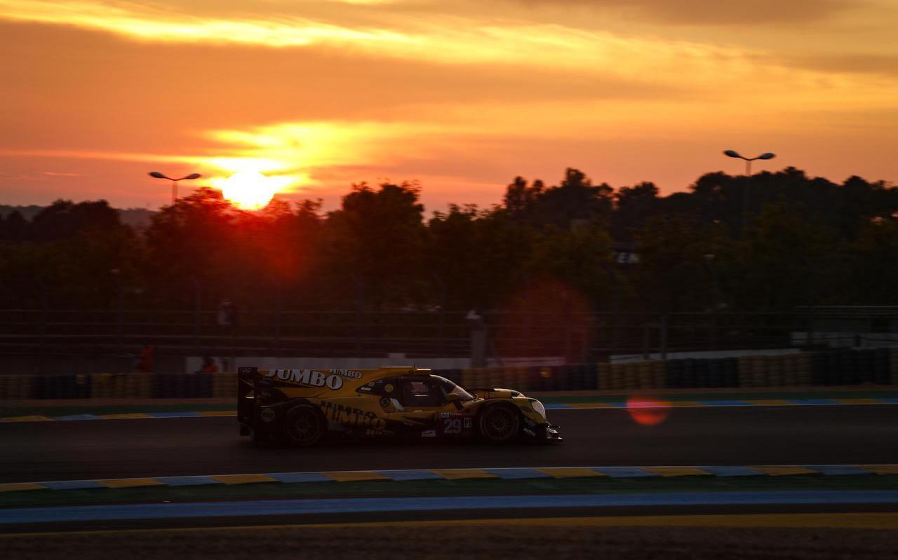 Nyck de Vries in de wagen van Racing Team Nederland tijdens de 24 uur van Le Mans.