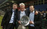 3 mei 2013: Voorzitter Ype Smid (midden), geflankeerd door de directeuren Ard de Graaf (links) en Gerald van den Belt, met de schaal na het behalen van het kampioenschap in de eerste divisie.