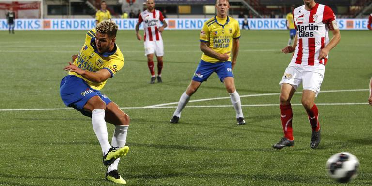 Karim Rossi, hier scorend tegen TOP Oss, zinspeelt op een vertrek bij Cambuur. FOTO HENK JAN DIJKS