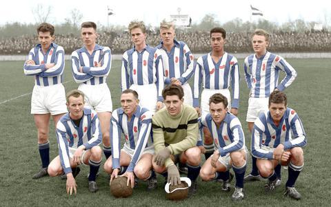 Bart en Henk Hainja, voetballers van Heerenveen. Elftalfoto uit 1960