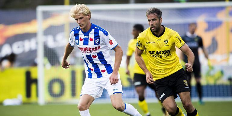 Morten Thorsby in duel met VVV'er Ralf Seuntjens. FOTO ANP
