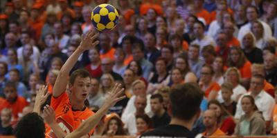 Erwin Zwart waagt een doelpoging tijdens de gewonnen EK-finale tegen Duitsland. FOTO HENK JAN DIJKS