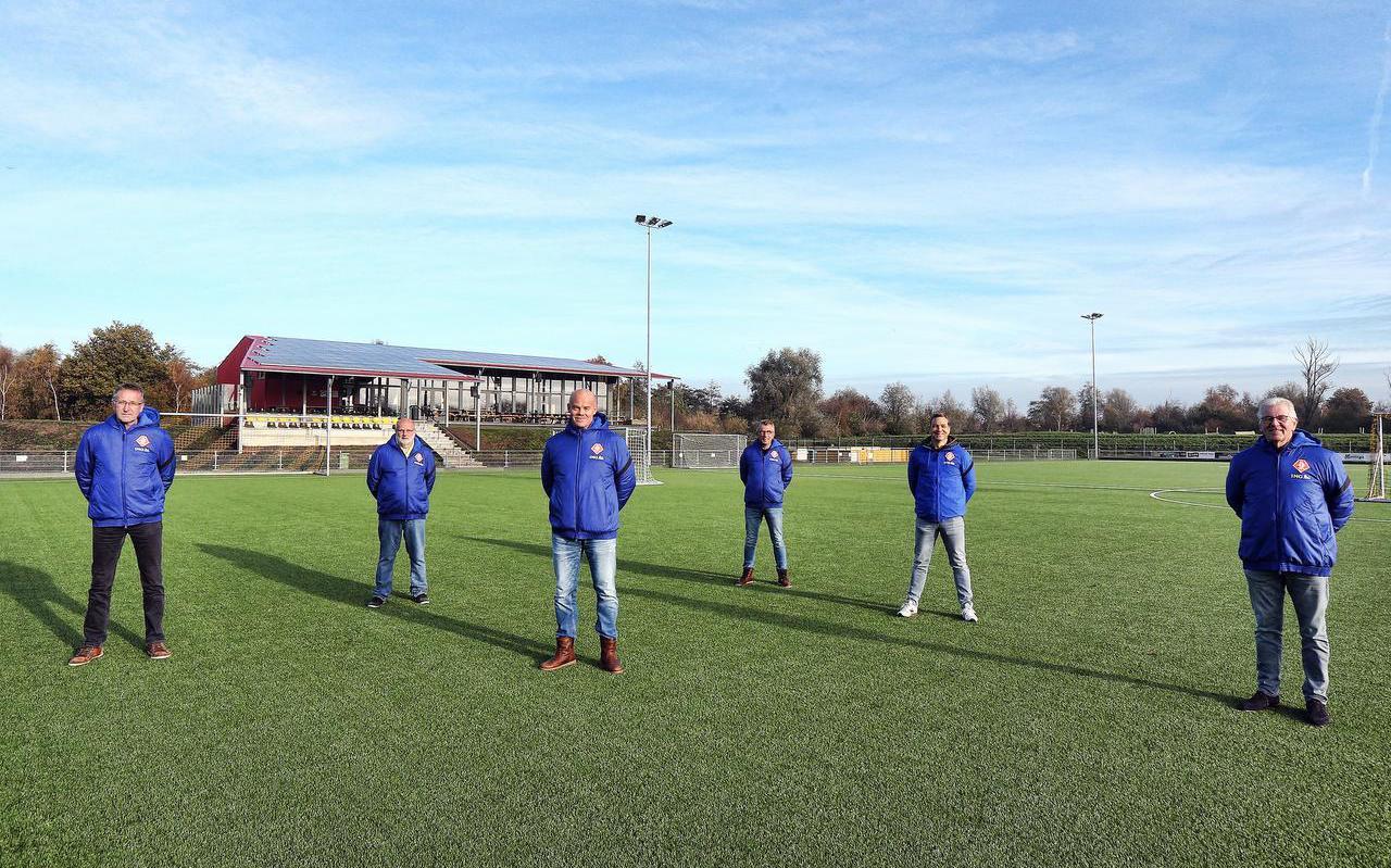 De zes Friese voetbalscouts van de KNVB (van links naar rechts): Wim Timmermans, Ruud van den Braak, Johan Dijkstra, Arjen Miedema, Harm Portijk en Anne Postma.