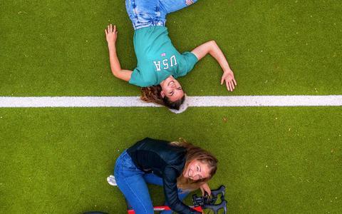 Sportieve zussen Nicole en Ilse Steigenga: 'We lykje op elkoar en kinne it goed mei elkoar fine'