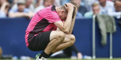Grote teleurstelling bij Jelle Attema als de laatste bal in de finale geslagen is. FOTO HENK JAN DIJKS