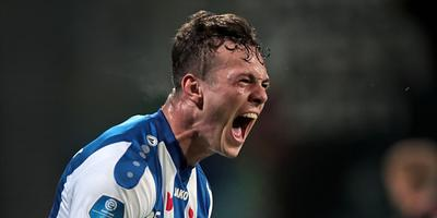 Jizz Hornkamp schreeuwt het uit van vreugde nadat hij Heerenveen een punt heeft bezorgd. FOTO ANP PRO SHOTS