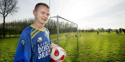 WTOC-voetballer Sybren Bosma werd zaterdag zwaar beledigd door spelers van Leovardia vanwege zijn handicap. FOTO MARCEL VAN KAMMEN