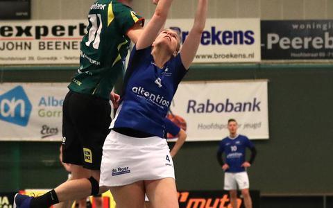 Erwin Zwart, hier in duel met Rosemiek Harrewijn moet dit seizoen nog meer dan anders aanvallend de kar trekken bij LDODK.
