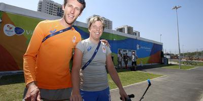 Eelke van der Wal en wielrenster Alyda Norbruis. FOTO HENK JAN DIJKS