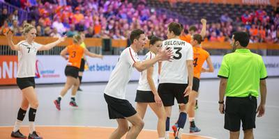 De Belgische ploeg is boos op de scheidsrechter na weer een succesvolle aanval van Nederland. FOTO RENS HOOYENGA