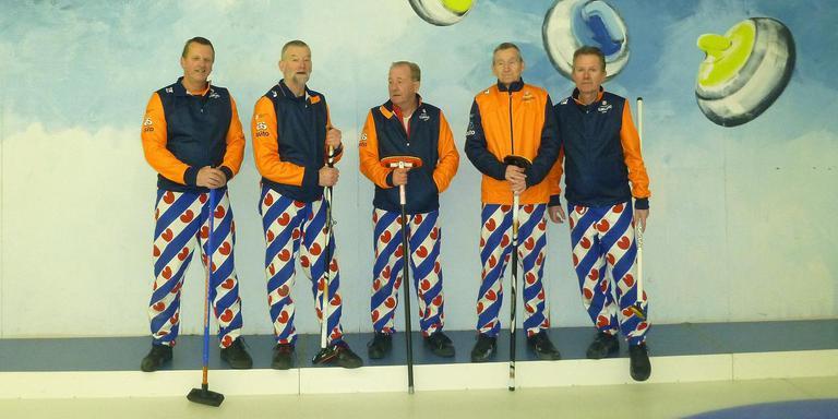 De Friese WK-ploeg (vlnr): Frans Boonstra, Johannes Koornstra, Jan de Jong, Reinder Jongsma, Douwe Bos. EIGEN FOTO